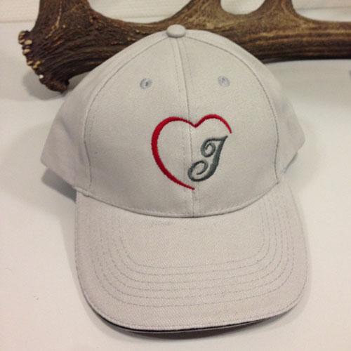 Basecap mit Herz und Monogramm