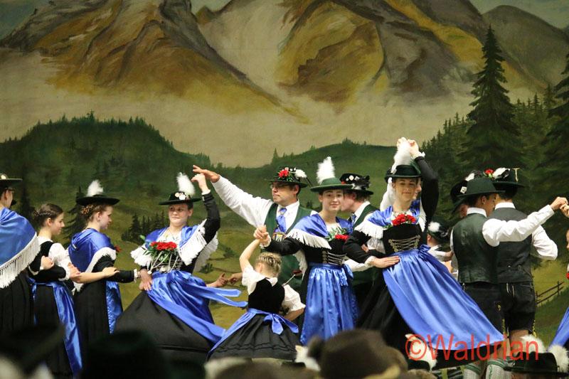 Trachtenverein Almarausch in Mering feiert sein 105 jähriges Bestehen