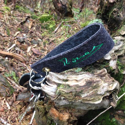 Schlüsselanhänger aus Naturfilz, bestickt mit Ihrem Namen oder Spruch
