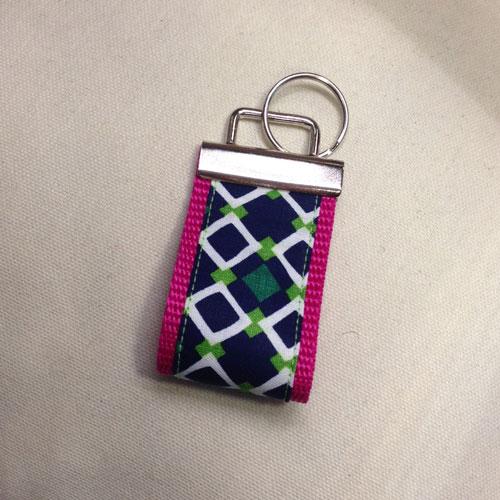 Stylische Schlüsselanhänger ´Rauten auf pink´ (breite Ausführung) für Ihren Glücksschlüssel, oder als Zierde für die Handtasche
