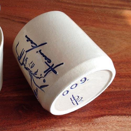 Handgetöpfertes Trinkhaferl für Tee oder Kaffee aus der Hansi Kraus Kollektion, gefertigt im Kloster Ursberg